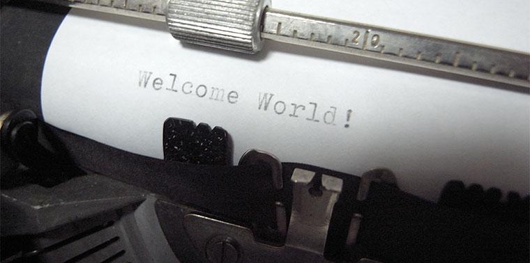 稼働状態のタイプライター、オリベッティ lettera DL