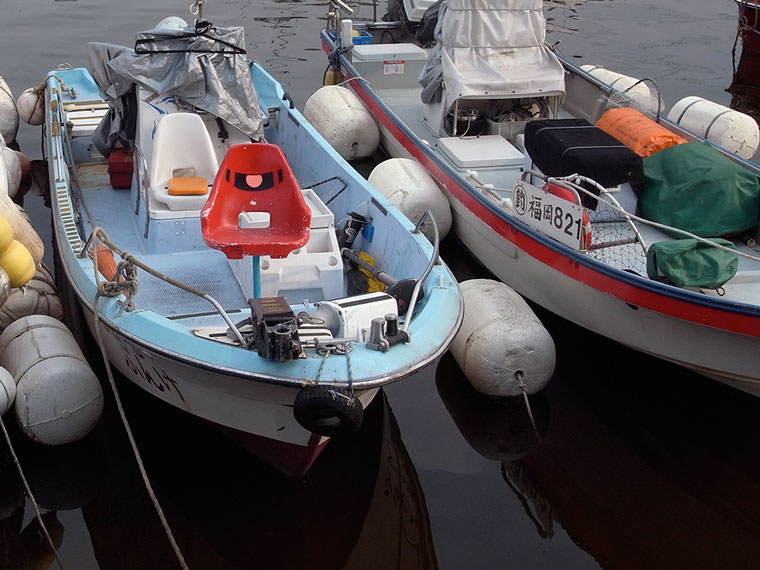 博多港の「ザク」ボート